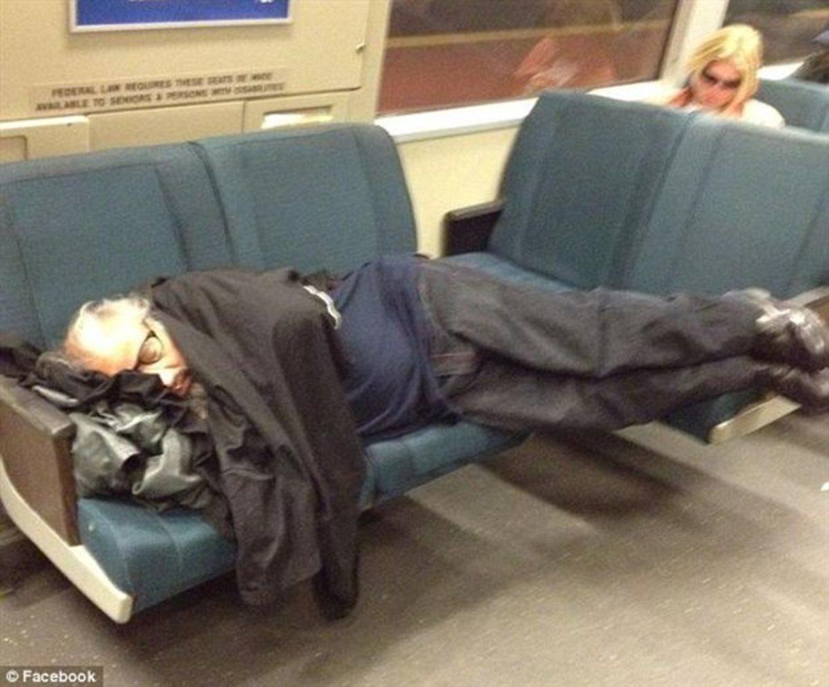 Δεν κοιμόταν στο μετρό – Ήταν νεκρός! | Newsit.gr