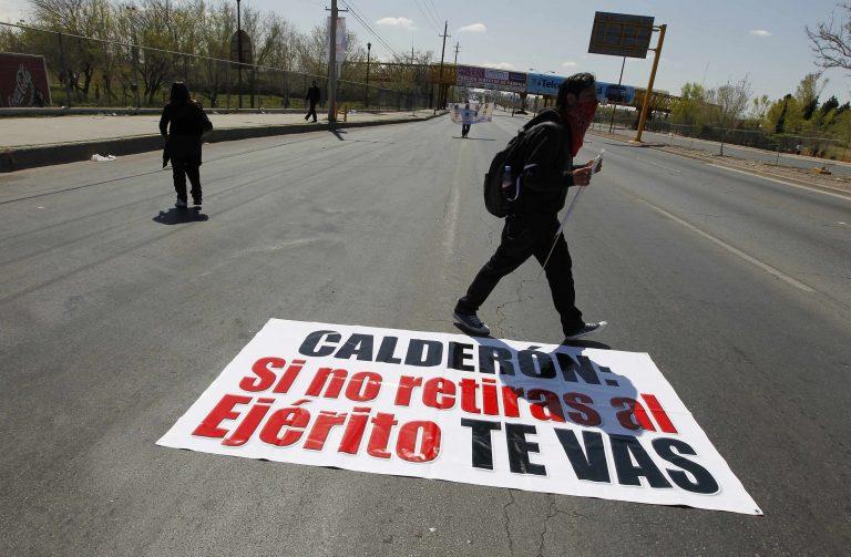 Στους δρόμους οι Μεξικανοί για την πάταξη των καρτέλ | Newsit.gr