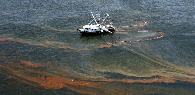 Καθυστερούν την φραγή της πετρελαιοπηγής στον Κόλπο του Μεξικού | Newsit.gr