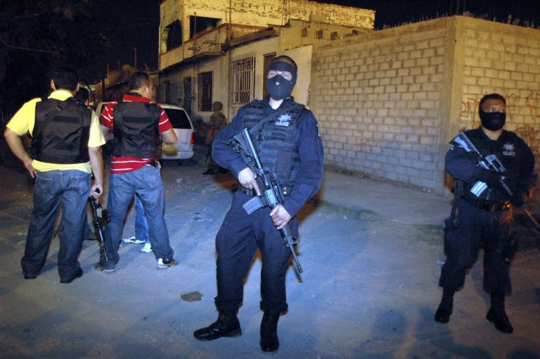 Τους έκοψαν κομμάτια, τους έβαλαν σε σακούλες και τους πέταξαν στο γήπεδο | Newsit.gr