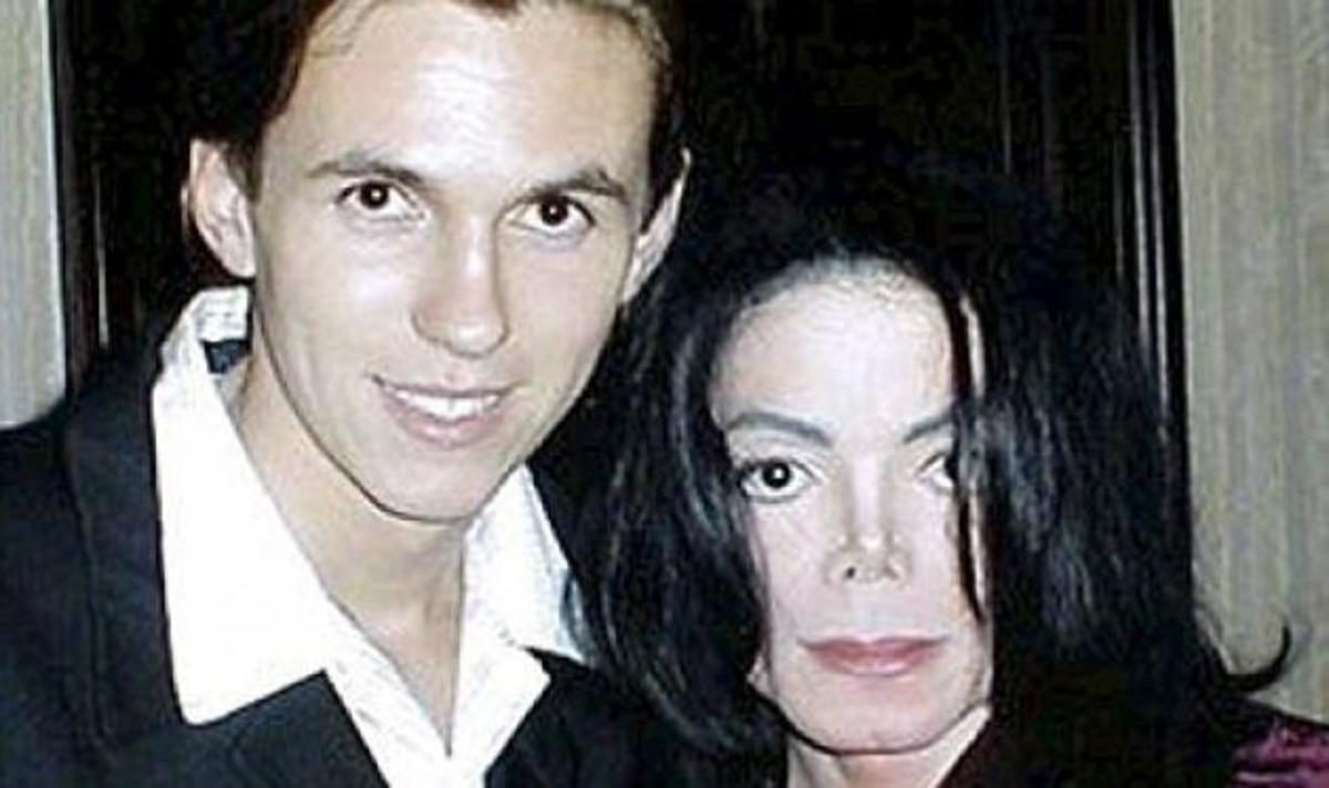 M. Jackson: Ο σωματοφύλακάς του ισχυρίζεται ότι είναι ο βιολογικός πατέρας του γιου του! | Newsit.gr