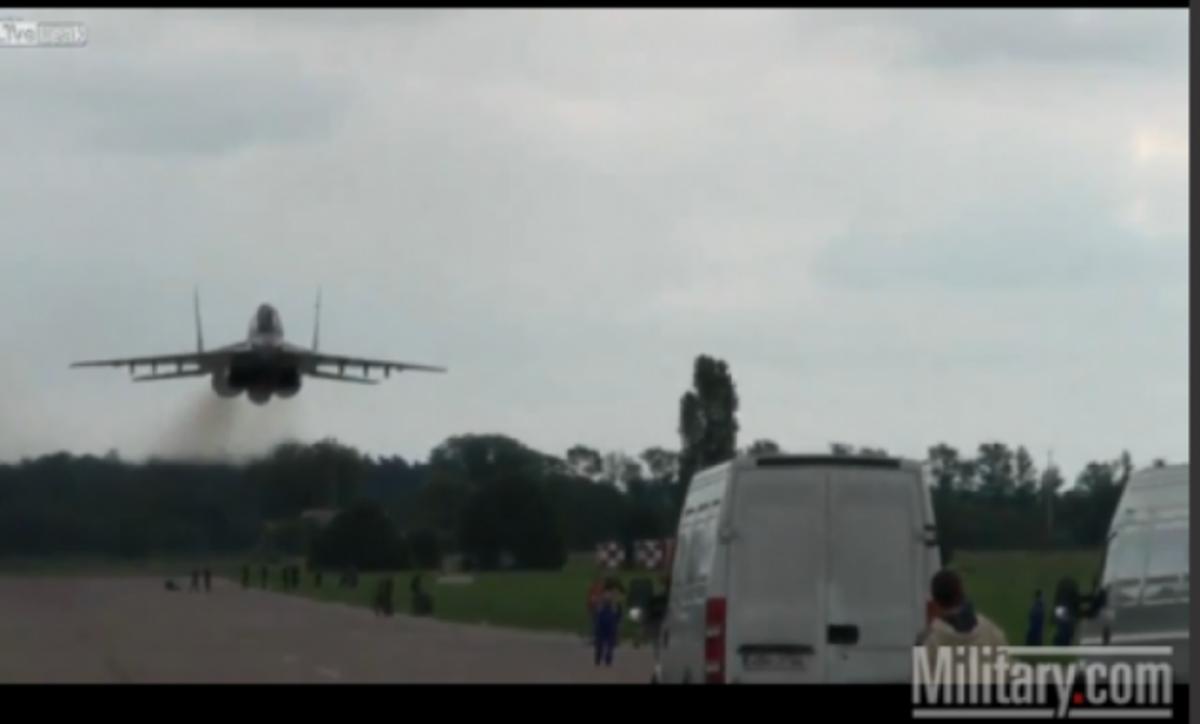 ΒΙΝΤΕΟ: Mig 29 στην…άσφαλτο! | Newsit.gr