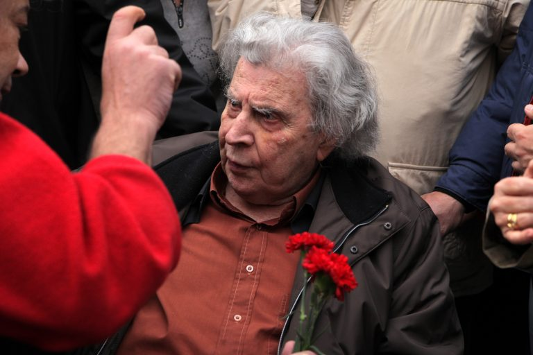 Μπήκε επειγόντως στο νοσοκομείο ο Μίκης Θεοδωράκης | Newsit.gr