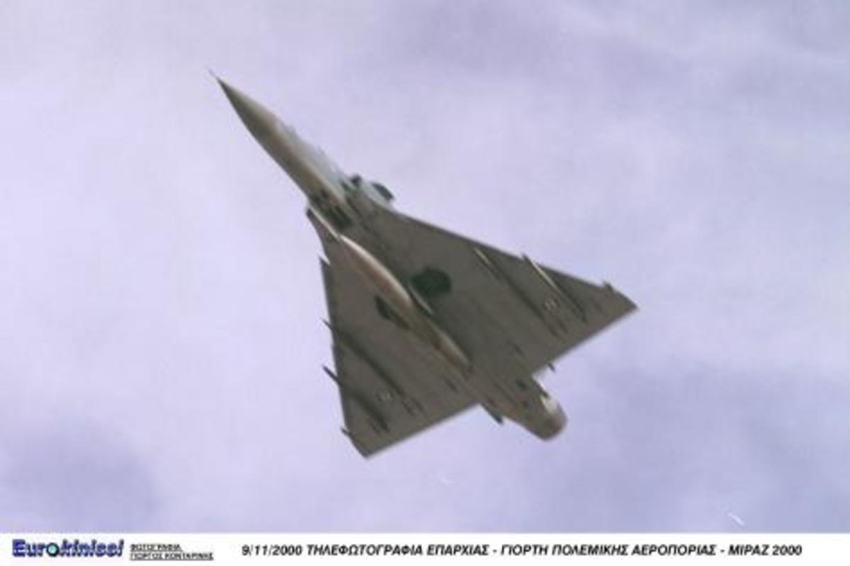 Mirage 2000 σπάει τζάμια κτιρίου στο πέρασμά του! ΒΙΝΤΕΟ | Newsit.gr