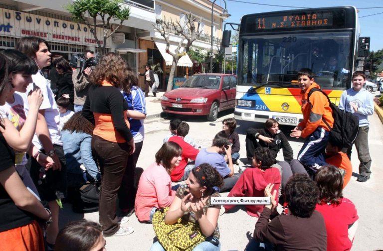 Θεσσαλονίκη: Μισθώνουν λεωφορεία για τη μεταφορά μαθητών   Newsit.gr