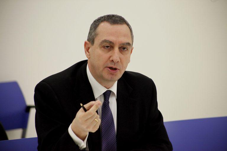 Μιχελάκης: να παραδώσει την έδρα του ο Γ. Παπανδρέου | Newsit.gr