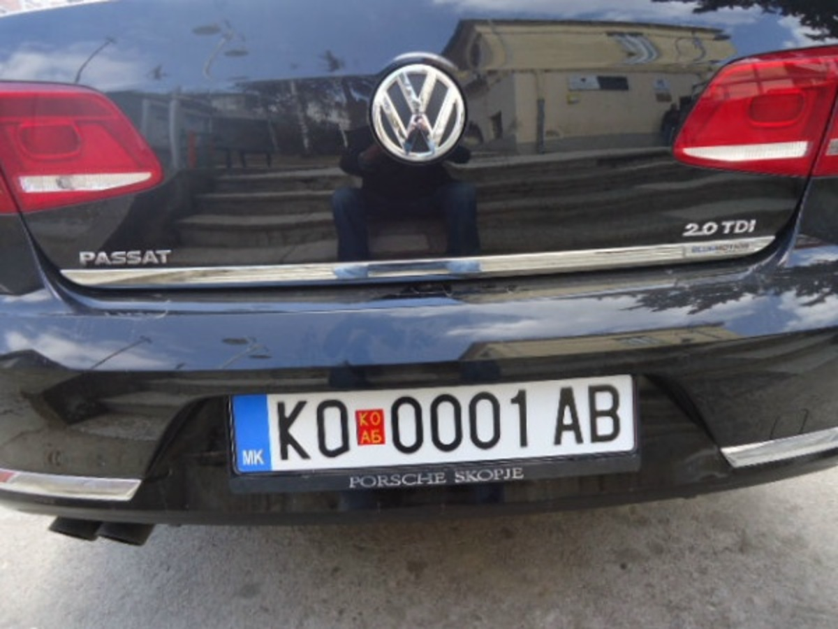 Καλύπτουν την ένδειξη «ΜΚ» στις πινακίδες των αυτοκινήτων της ΠΓΔΜ | Newsit.gr