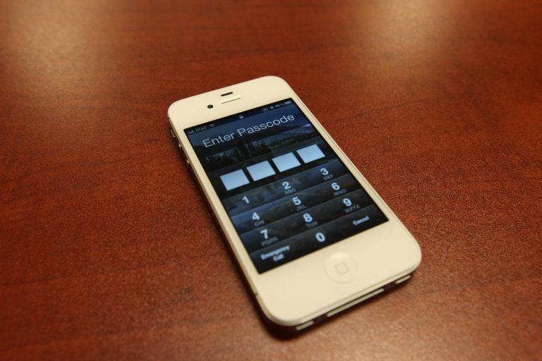 Αίτημα στο Λευκό Οίκο για να «ξεκλειδώνουν» τα κινητά τηλέφωνα | Newsit.gr