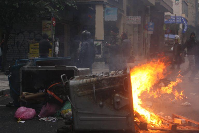 Επίθεση με μολότοφ και πέτρες σε οπαδούς της ΑΕΚ στα Ιλίσια! | Newsit.gr