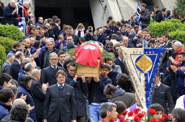 Χιλιάδες κόσμου αποχαιρέτησαν τον Μοροζίνι (ΦΩΤΟ) | Newsit.gr