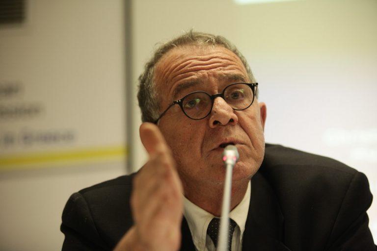 Λέσβος: Επίθεση με μπουκάλια στον Γιάννη Μουζάλα – Ένταση στο κέντρο κράτησης στη Μόρια