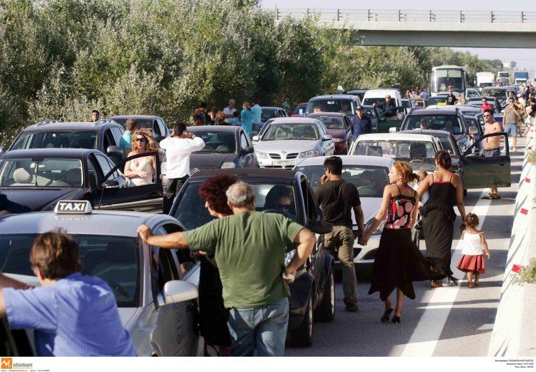 Λάρισα: Μποτιλιάρισμα στα Τέμπη από ατύχημα! | Newsit.gr