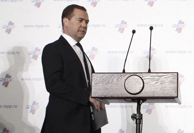 Έξαλλος ο Μεντβέντεφ για την απόφαση του Eurogroup | Newsit.gr
