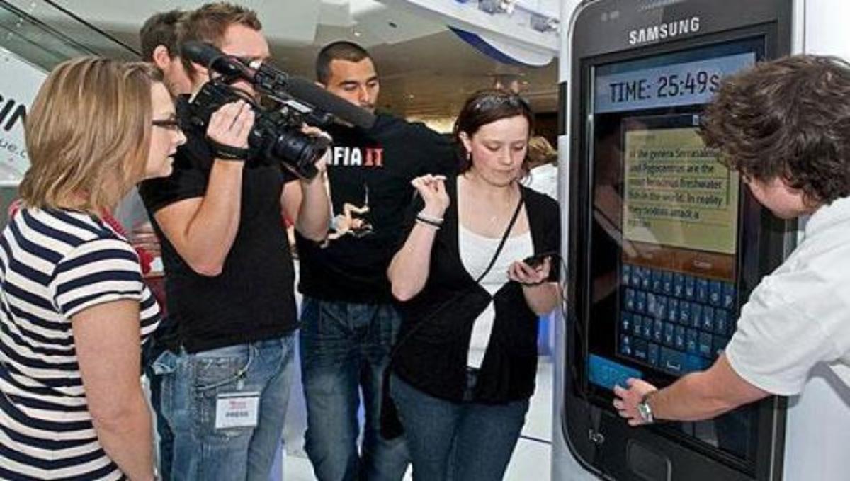 Το νέο παγκόσμιο ρεκόρ γρήγορης πληκτρολόγησης SMS! | Newsit.gr