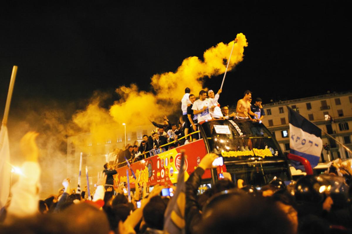 Το γλέντησαν όλο το βράδυ στη Νάπολι (VIDEO) | Newsit.gr