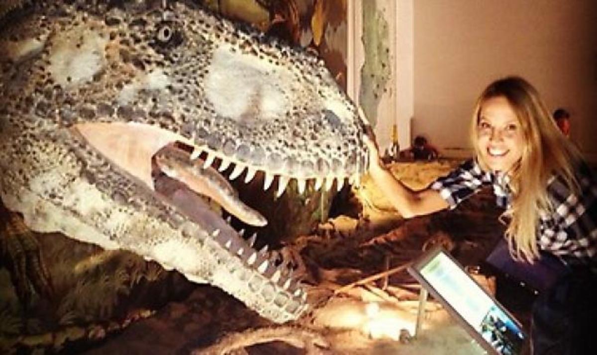 Aν. Ναθαναήλ – Μ. Παπαδάκου: Αγκαλιά με τους… δεινόσαυρους της Παταγονίας! | Newsit.gr