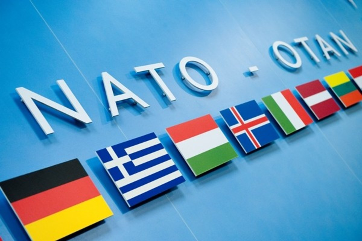 Αυτοκτόνησε μπροστά σε υφυπουργό ο Σέρβος πρέσβης στο ΝΑΤΟ   Newsit.gr