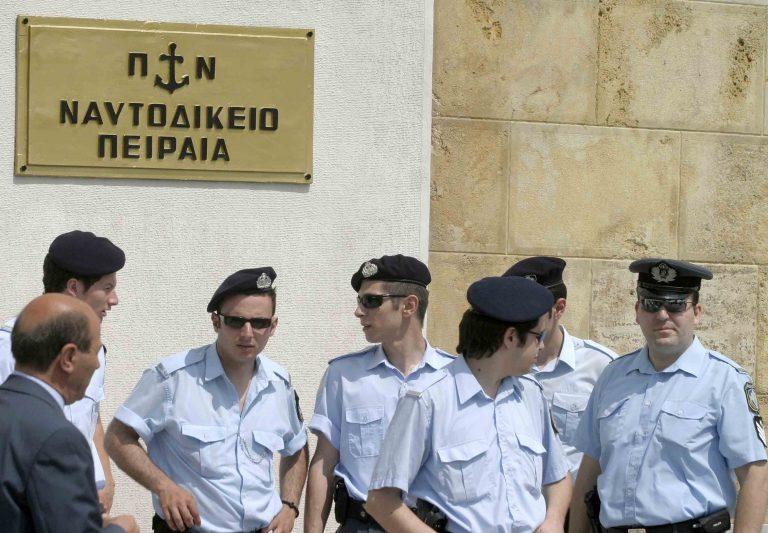 Ελεύθερος με περιοριστικούς όρους ο μοτοσυκλετιστής που παρέσυρε τα δίδυμα και τη μητέρα τους | Newsit.gr