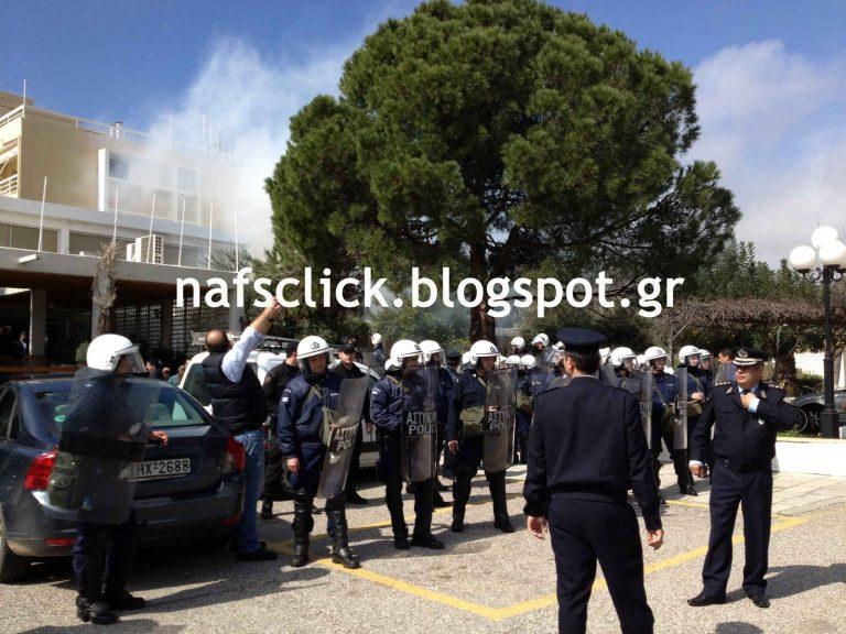 ΜΑΤ και δακρυγόνα στην ομιλία Σαλμά στο Μεσολόγγι   Newsit.gr