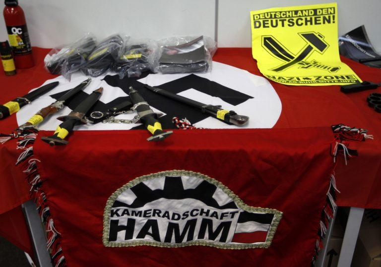 Νεοναζιστικές οργανώσεις που εκθείαζαν τον Χίτλερ με φονικά όπλα   Newsit.gr