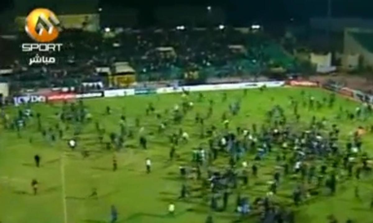 Μακελειό σε ποδοσφαιρικό αγώνα στην Αίγυπτο με δεκάδες νεκρούς(VIDEO) | Newsit.gr