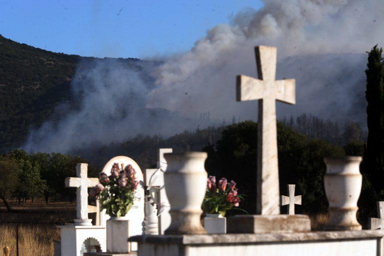 Λήστεψαν το Α' Νεκροταφείο! | Newsit.gr