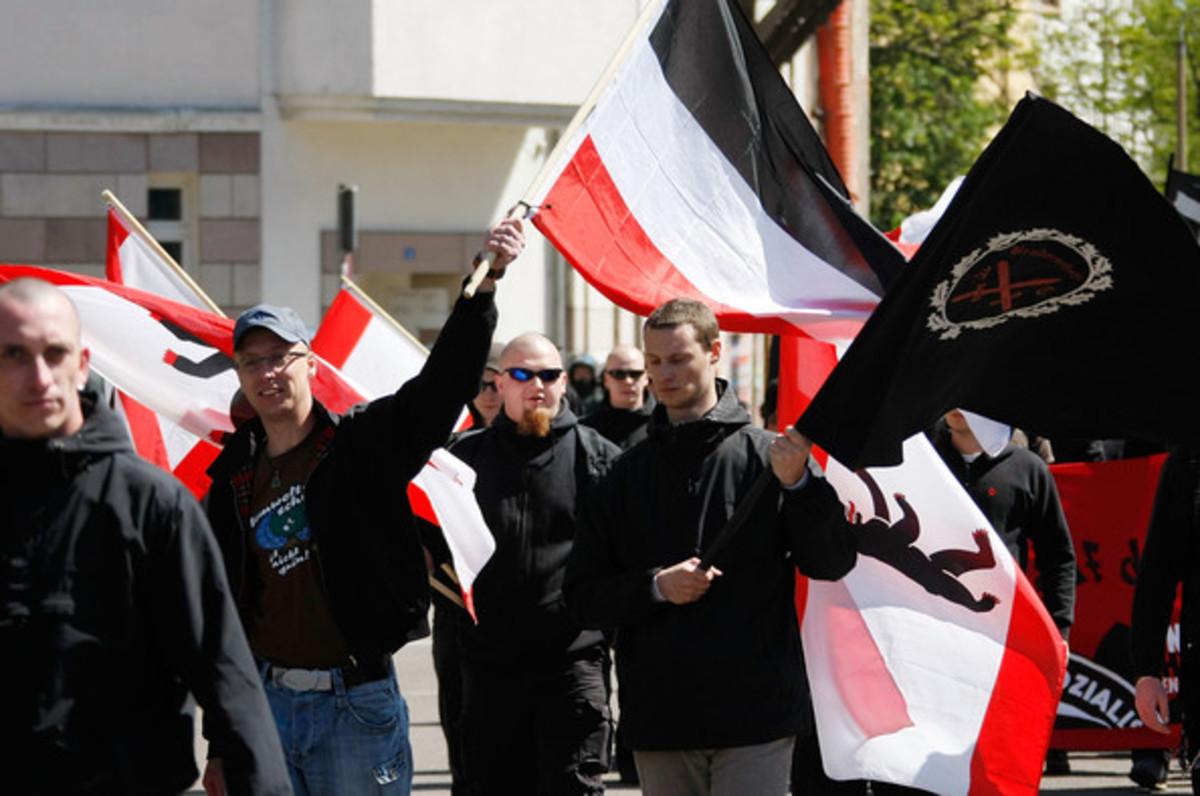 SPIEGEL: SOS για τον ακροδεξιό εξτρεμισμό | Newsit.gr