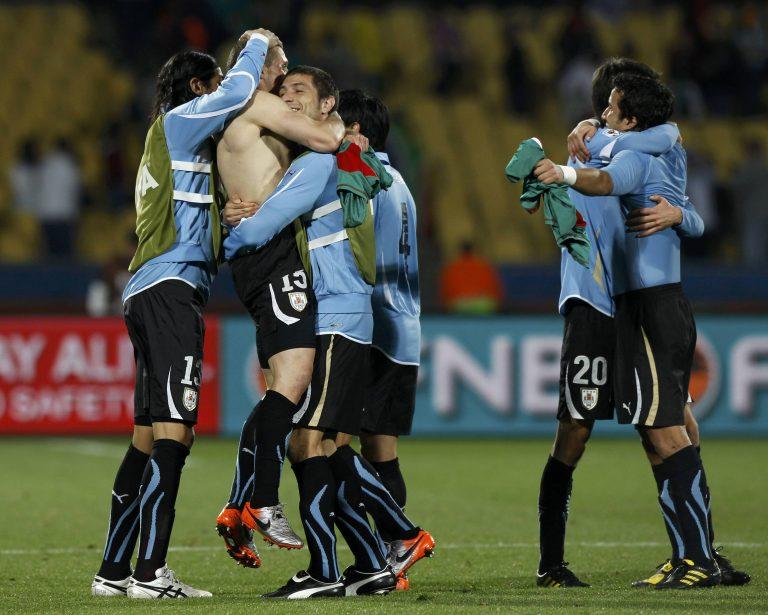 Νίκησε η Ουρουγουάη, πανηγύρισε και το Μεξικό | Newsit.gr