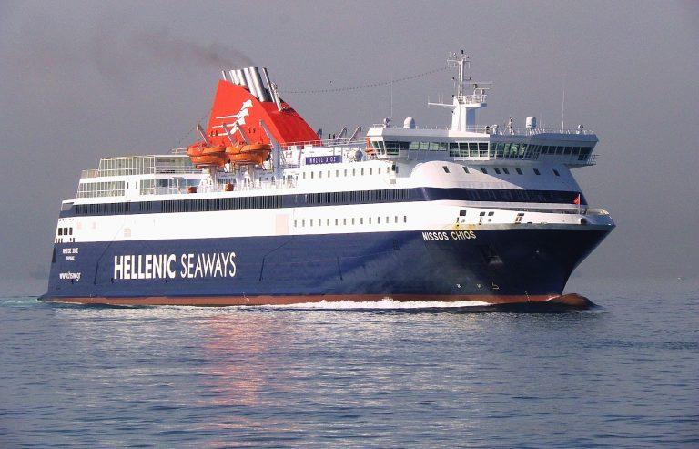 Ρήγμα στο «Νήσος Χίος» – Ρυμουλκήθηκε στη Σύρο | Newsit.gr