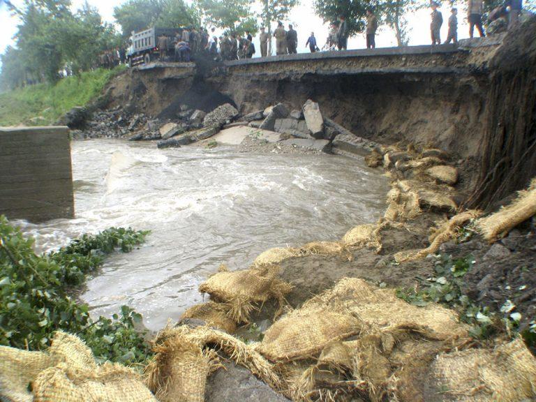Β. Κορέα: 88 νεκροί και χιλιάδες άστεγοι από τις φονικές πλημμύρες | Newsit.gr