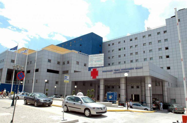 Διαμαρτυρία νεφροπαθών έξω από το Νοσοκομείο Βόλου | Newsit.gr