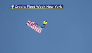 Βίντεο – Σοκ: Δεν άνοιξε το αλεξίπτωτο – Νεκρός άνδρας των Navy SEALS