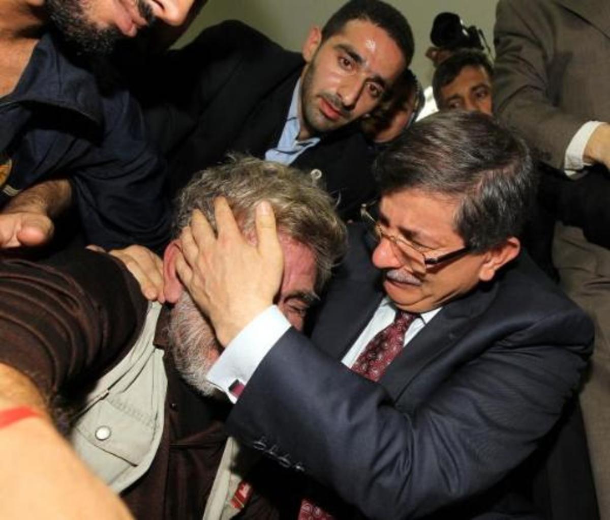 Το κλάμα του τούρκου υπουργού μπροστά στους τραυματίες Παλαιστινίους | Newsit.gr