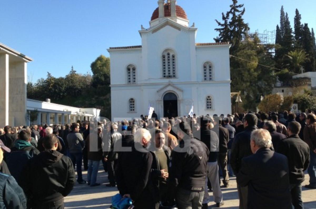 Σύσσωμη καταδίκη από τα κόμματα για την παρέλαση χουντικών στην κηδεία Ντερτιλή   Newsit.gr