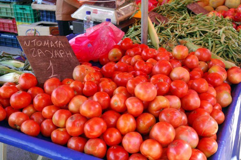 Αγρότες μοίρασαν δωρεάν ντομάτες διαμαρτυρόμενοι για την απεργία της ΠΝΟ!   Newsit.gr