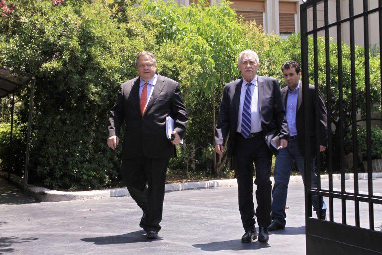 Διαβουλεύσεις των πολιτικών αρχηγών για νέα σύσκεψη πριν το ραντεβού Σαμάρα-Γιούνκερ | Newsit.gr