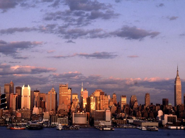 Ελληνοαμερικανός φιλοδοξεί να λύσει το οικονομικό πρόβλημα της Νέας Υόρκης | Newsit.gr