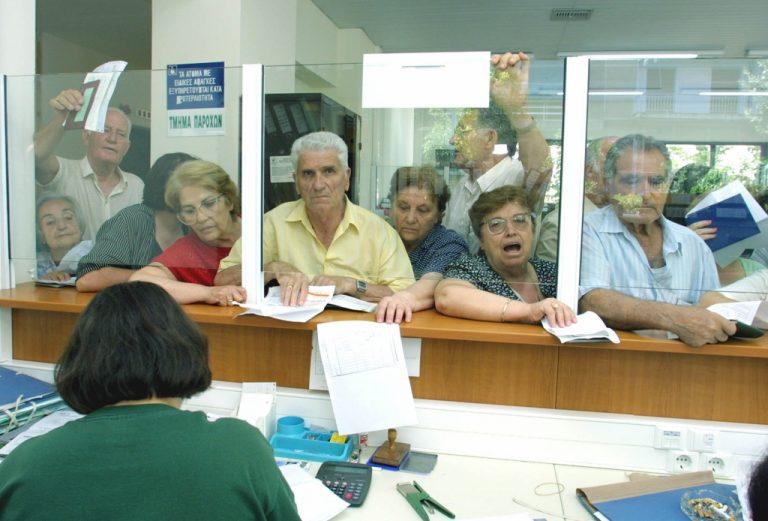 Τέλος οι συντάξεις από τον ΟΑΕΕ – Στον αέρα 305.000 συνταξιούχοι | Newsit.gr