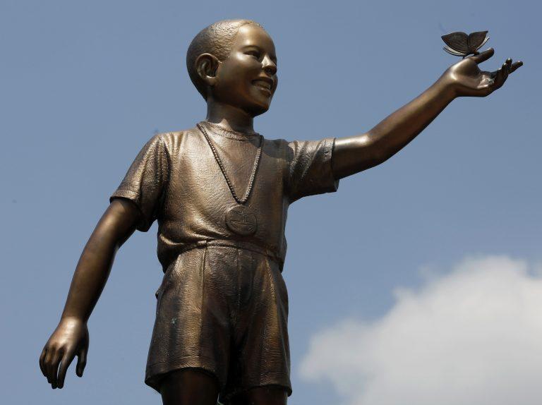 Ινδονησία: Μεταφέρθηκε άγαλμα του Ομπάμα μετά από διαμαρτυρίες | Newsit.gr