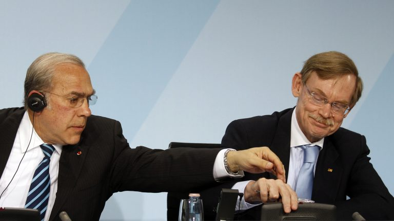 ΟΟΣΑ: δεν κινδυνεύει από διπλή ύφεση η ευρωζώνη   Newsit.gr
