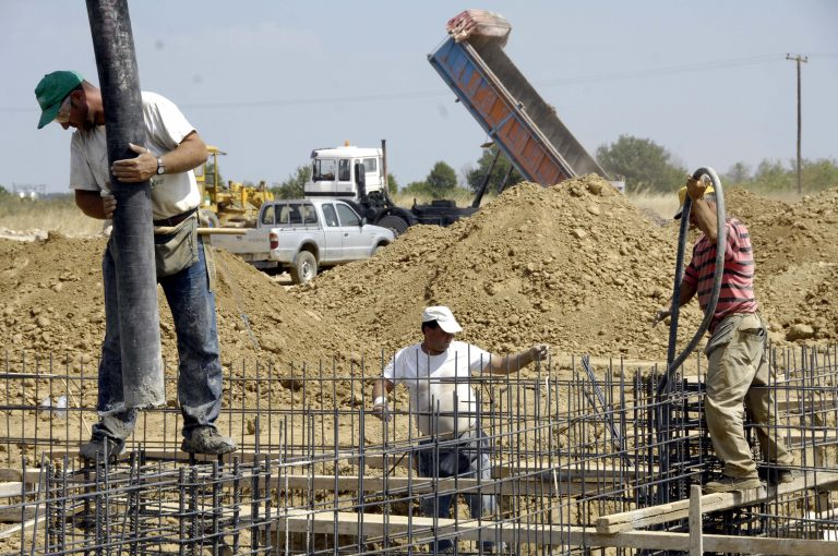 Πάγωσε η… μπετονιέρα – Δεν κουνιέται φύλλο στην οικοδομή | Newsit.gr