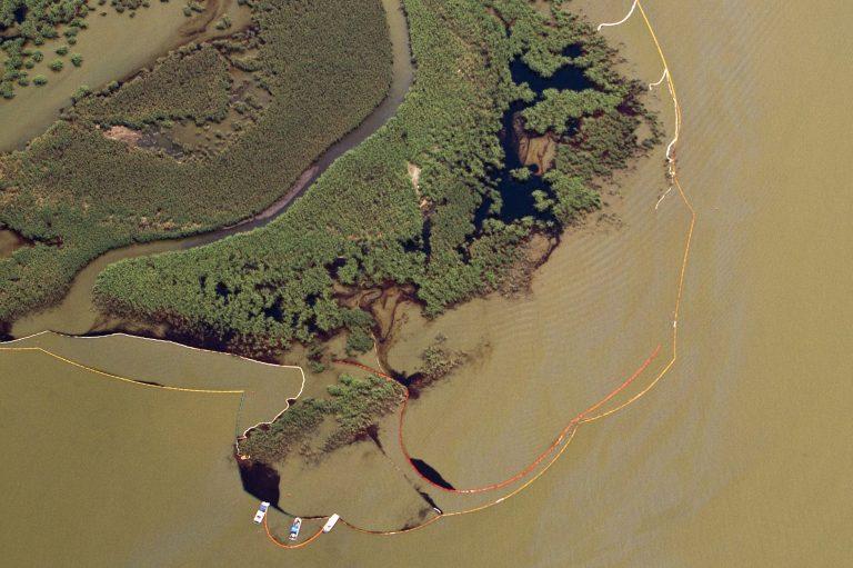 Σε ακτίνα 320 χλμ. έχει απλωθεί η πετρελαιοκηλίδα | Newsit.gr