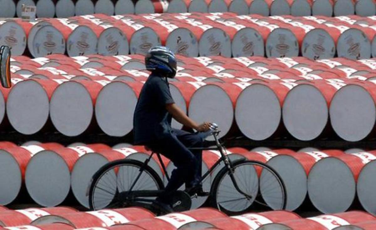 Ρίχνουν πετρέλαιο στην αγορά για να πέσουν οι τιμές»   Newsit.gr