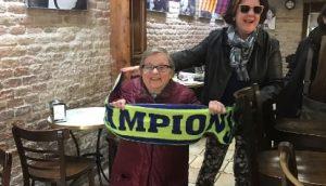 Γιαγιάδες με κασκόλ στα καφέ της Βαρκελώνης! Βράδυ – πρωί γλέντι για την Μπάρτσα [pics, vid]