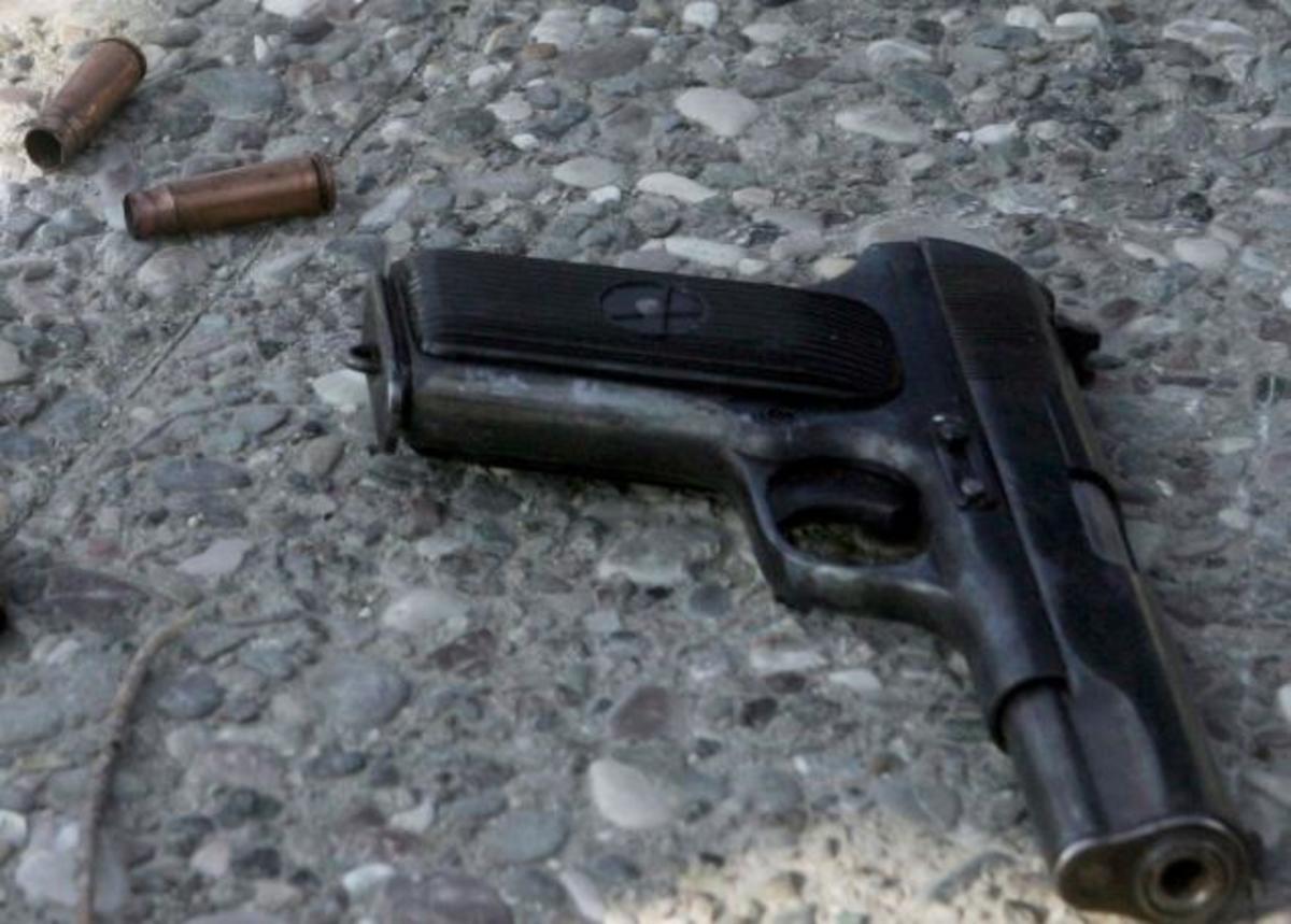 Βγήκαν όπλα στον Άγιο Παντελεήμονα   Newsit.gr