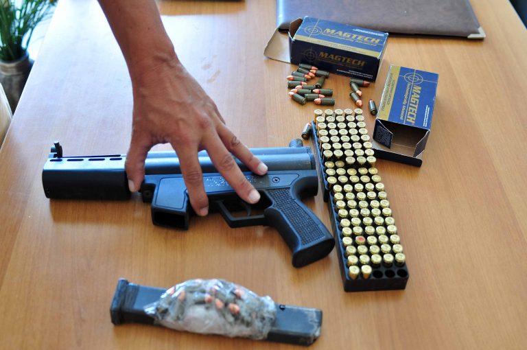 Κορινθία: Κυκλοφορούσε και οπλοφορούσε!   Newsit.gr