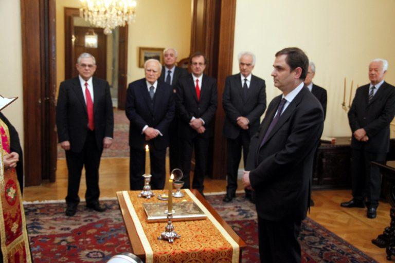 Ορκίστηκε ο Φ.Σαχινίδης – Όλο το παρασκήνιο για το νέο ΥΠΟΙΚ | Newsit.gr