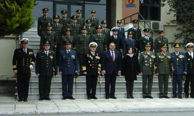 Πήραν τα ξίφη τους οι νέοι αξιωματικοί της Σχολής Αξιωματικών Σωμάτων(ΣΣΑΣ)! [pics] | Newsit.gr