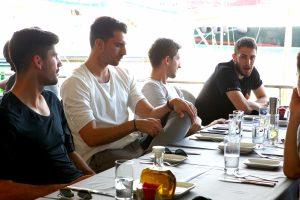 Ολυμπιακός: Το γεύμα των πρωταθλητών στο Μικρολίμανο [vid]