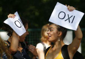 Είπαν «ΟΧΙ» υπέρ της Ελλάδας έξω από το γερμανικό κοινοβούλιο